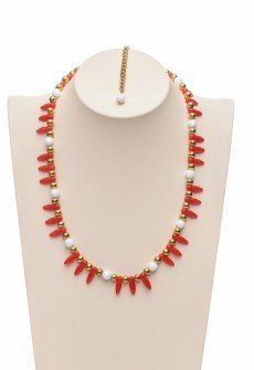 Discreet handmade necklace in white,red and gold
